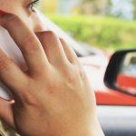 Motorista dirige cerca de duas quadras por dia olhando o celular