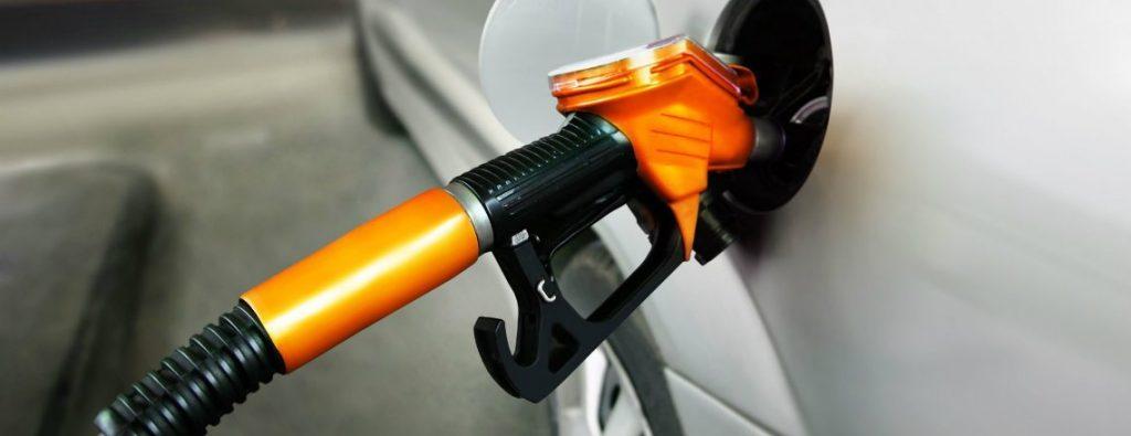Qual a diferença entre gasolina comum e aditivada?