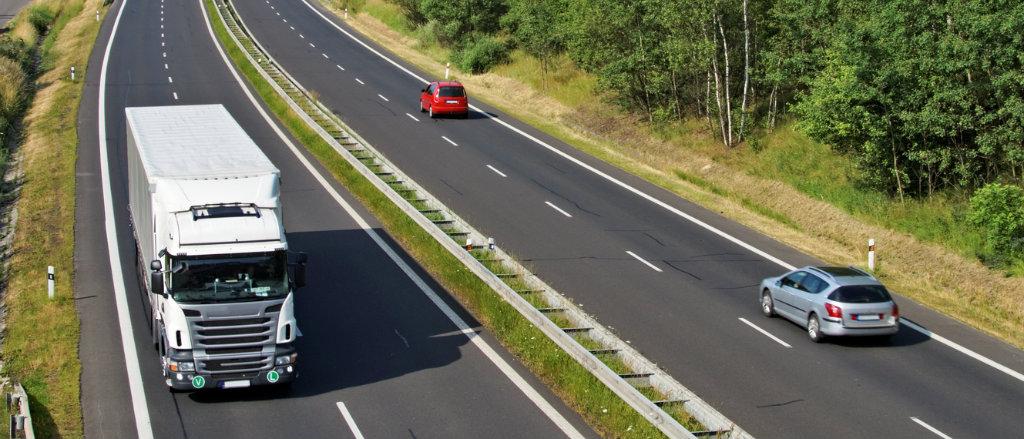 Monitoramento de veículos leves e pesados: qual a sua importância