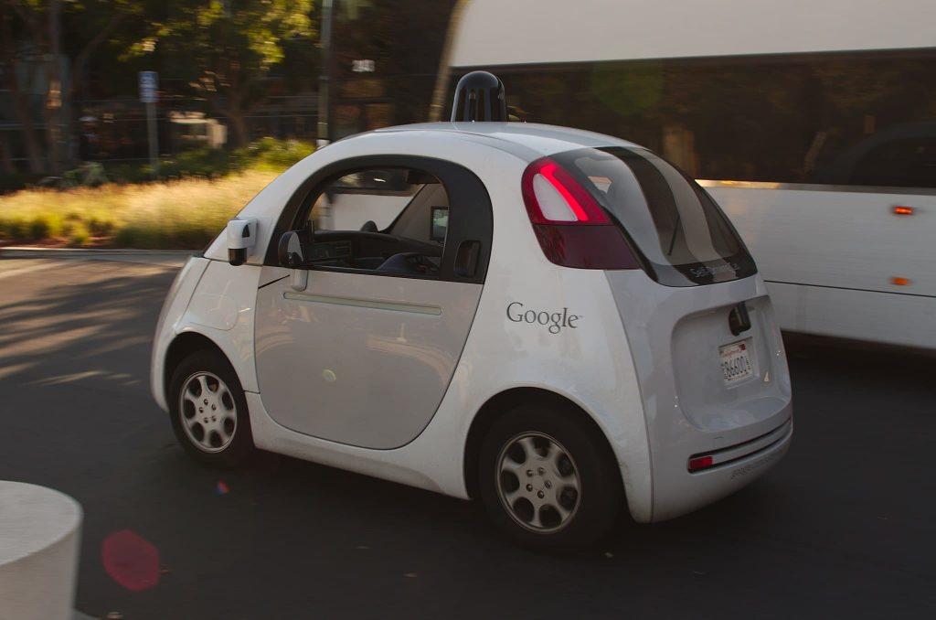 2048px Google self driving car at the Googleplex 1024x678 - Cinco tecnologias que prometem mudar a mobilidade