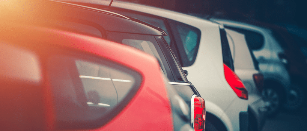 frota de carros estacionados - Como o monitoramento e o rastreamento veicular beneficiam frotas terceirizadas