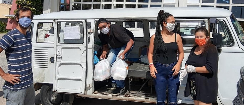 Voluntários do Ponto de Amor reúnem as doações para entregar
